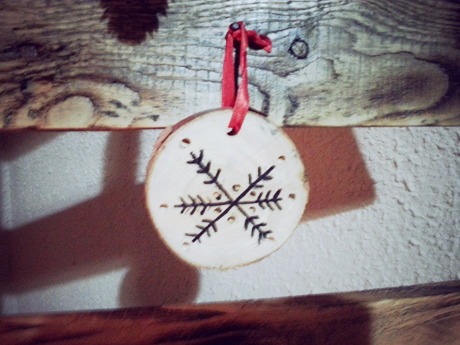 detalle adornos arbol de navidad de palets 2