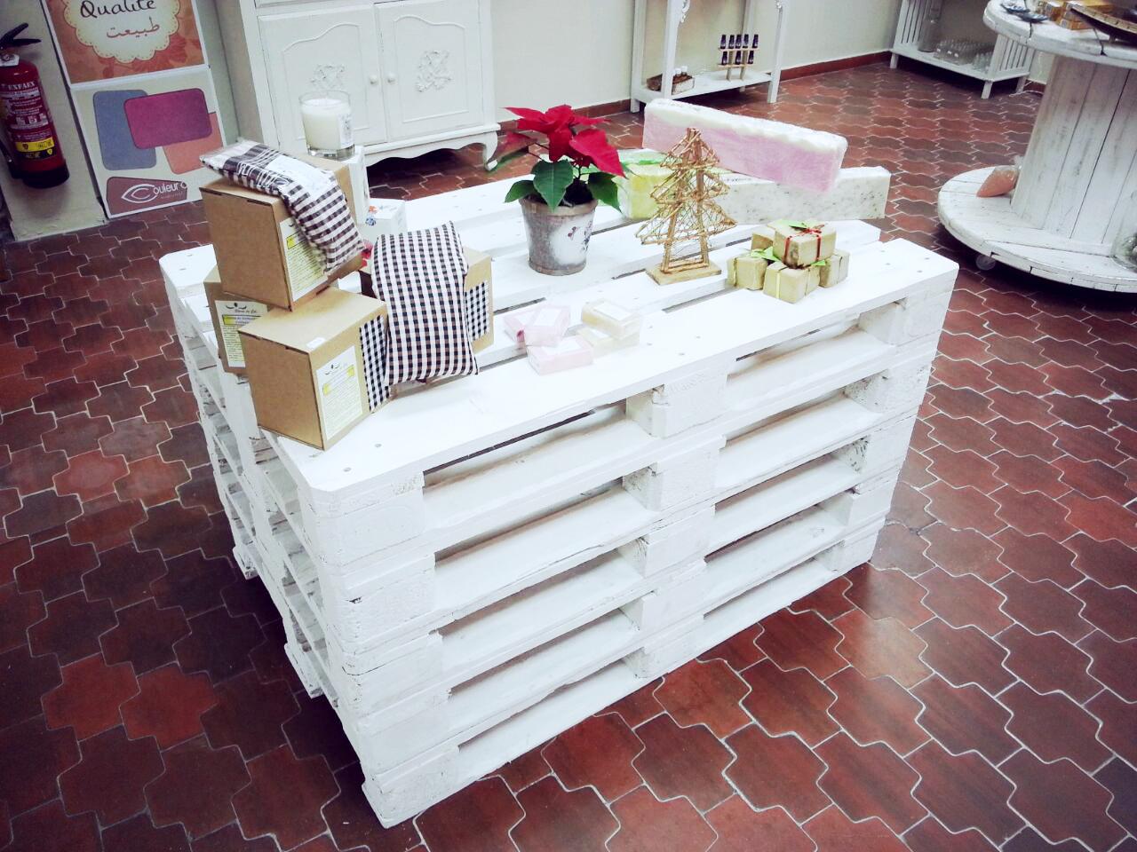 Muebles Con Palets Y Madera Natural Para Tiendas 5 Ideas Low Cost  # Muebles Con Paletas De Madera