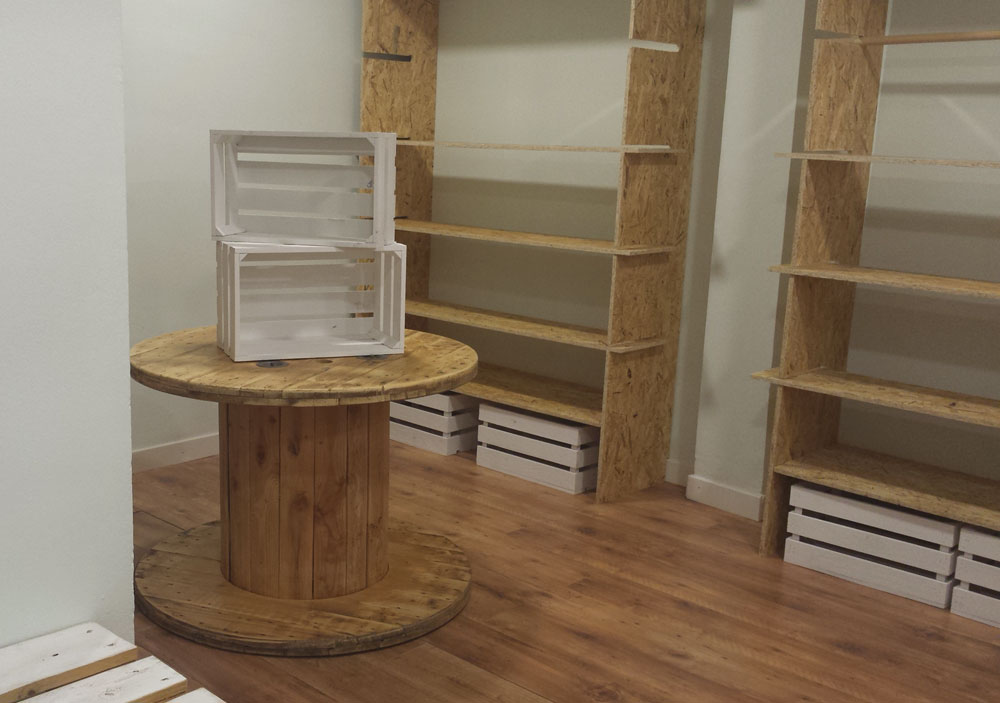 Muebles hechos con palets y madera natural a medida para for Muebles infantiles con palets