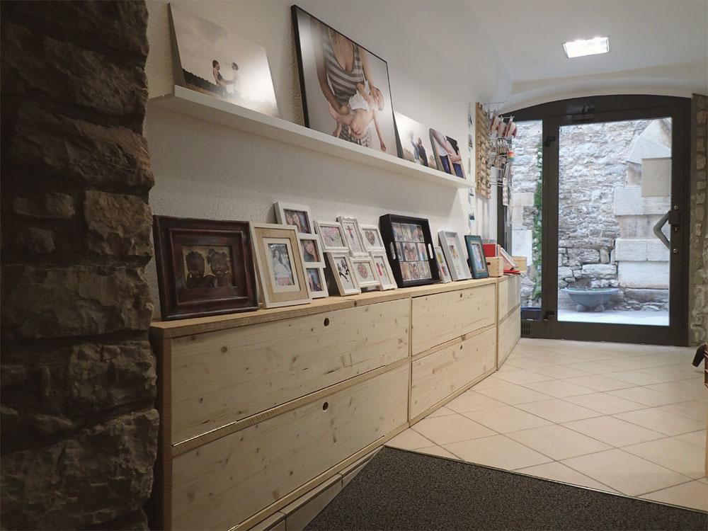 muebles-madera-natural-para-tienda-en-barcelona