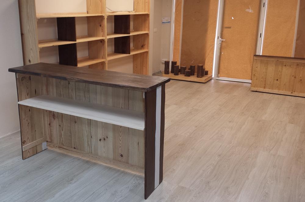 Muebles madera de pino natural para tienda canina en - Muebles madera natural ...