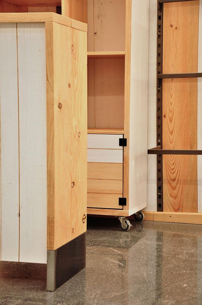 Muebles madera de pino natural para tienda ropa en mercat - Muebles madera natural ...
